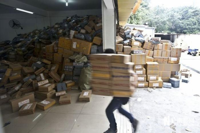 Как китайский магазин готовился к холостяцкому празднику (9 фото)