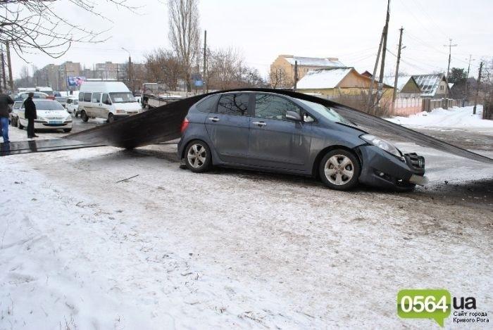 Автомобиль Honda накрыл 3 тонный лист проката (7 фото)