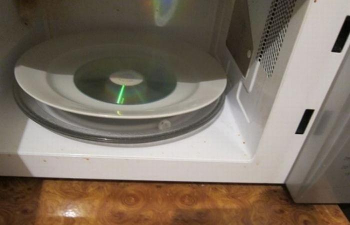 Что будет с компакт-жиском в микроволновой печи