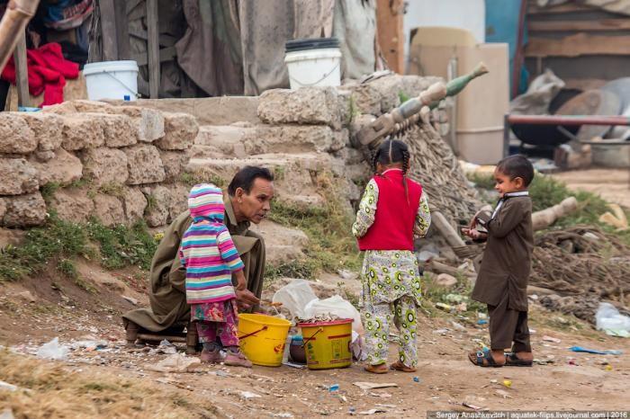 Прогулка по трущобам Пакистана (29 фото)