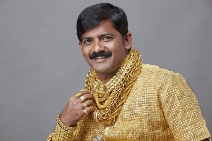 Индус истратил более $22,500 на золотую рубашку, чтобы впечатлить дам (4 фото)