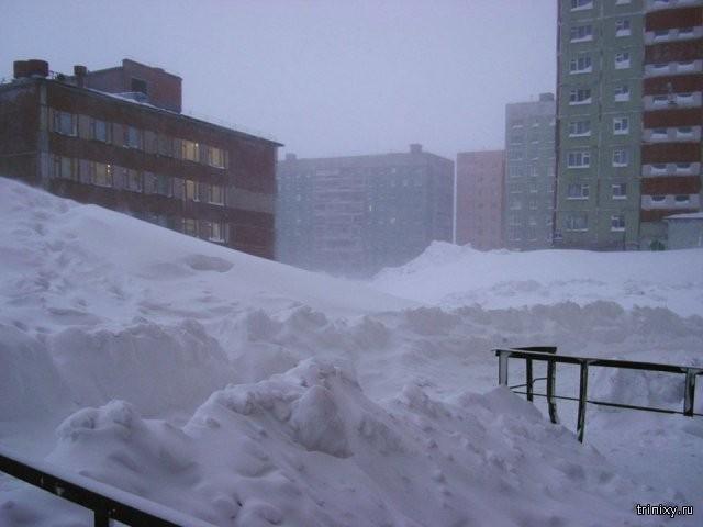 Суровые зимы в Норильске (24 фото)