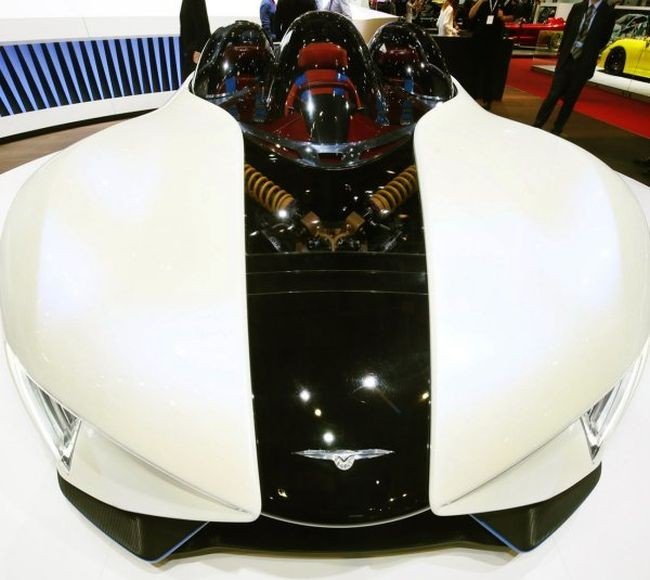 Китайцы представили уникальный электрический суперкар (10 фото)