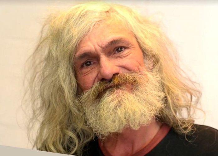 Парикмахеры превратили бездомного мужчину в стильного хипстера (3 фото)