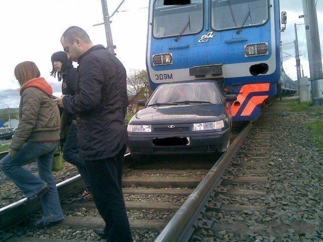 Догнал и перегнал поезд (4 фото)