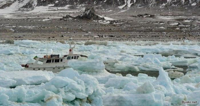Спасение корабля-призрака в Антарктиде (14 фото)