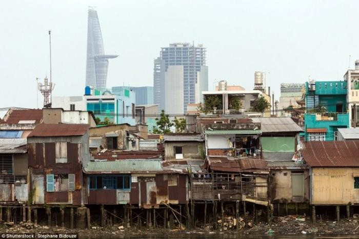 Убойные кадры, где нищета граничит с роскошью (17 фото)