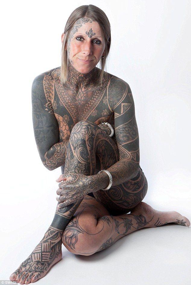 Очень татуированная женщина (3 фото)