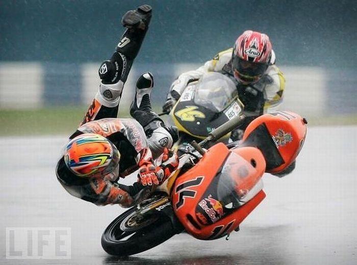 Мотоциклетные аварии (22 фото)