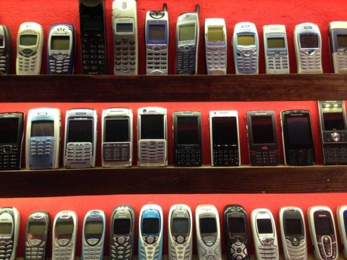 Житель Словакии открыл музей старых мобильных телефонов (14 фото)