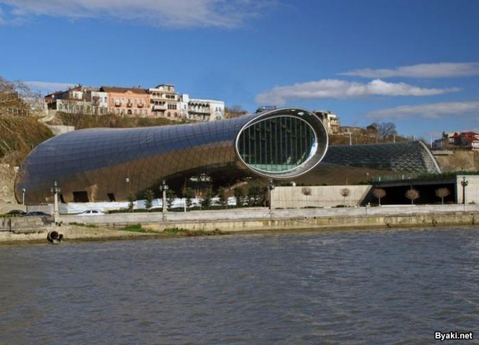 Новый Музыкальный театр и Выставочный зал в Тбилиси (9 фото)