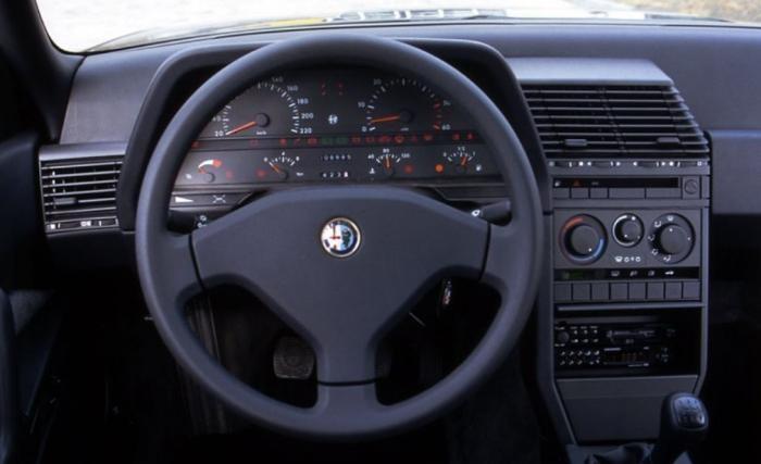 Alfa Romeo 164, бизнес класс 90х годов по итальянски (11 фото)