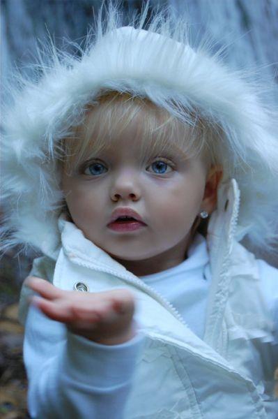 Девочка как кукла (10 фото)