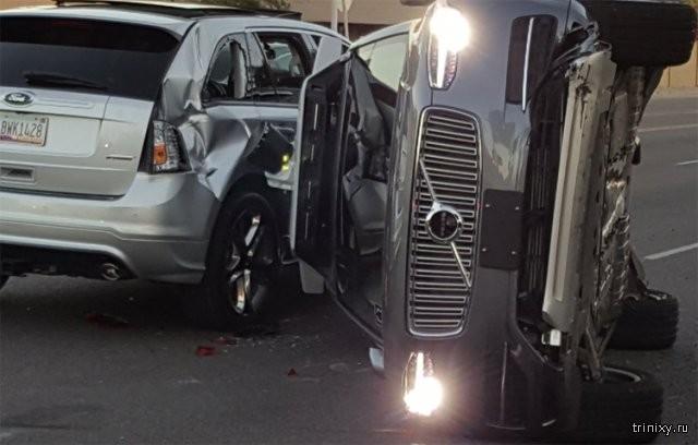 Внедорожник Uber на автопилоте попал в серьезную аварию (4 фото)