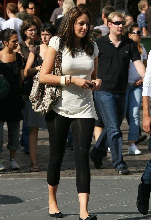 Девушки на улицах городов (40 фото)