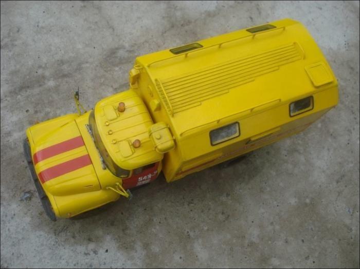 Картонная модель ЗИЛ-130 «Аварийка» из «Ночного дозора» (12 фото)