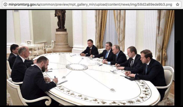 Министру промышленности и торговли отфотошопили прическу (2 фото)