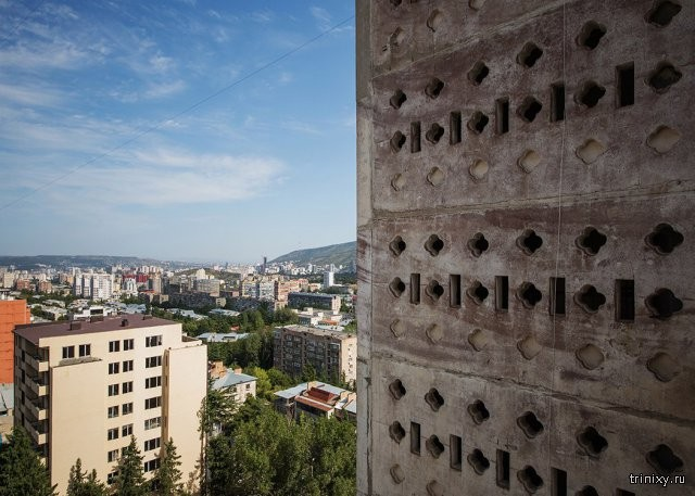 Необычные здания времен СССР с надземным сообщением (9 фото)