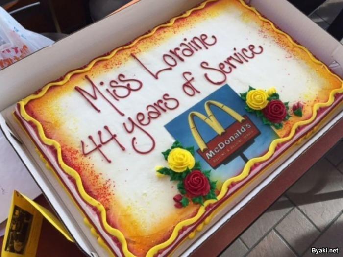 94-летняя старушка 44 года работае за кассой Макдоналдса (3 фото)