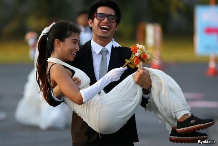 Забег невест в Таиланде (15 фото)