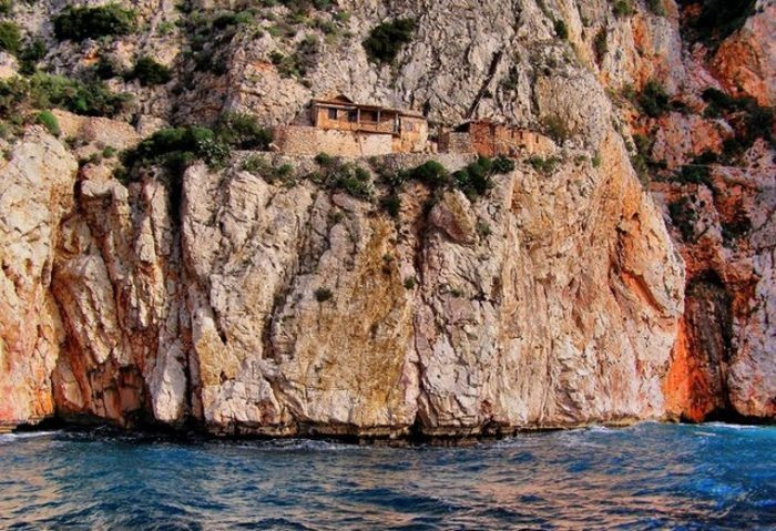 Жизнь монахов на горе Афон в Греции (13 фото)