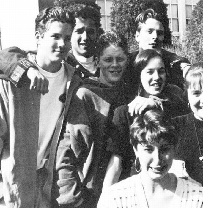 Знаменитости в молодости (18 фото)