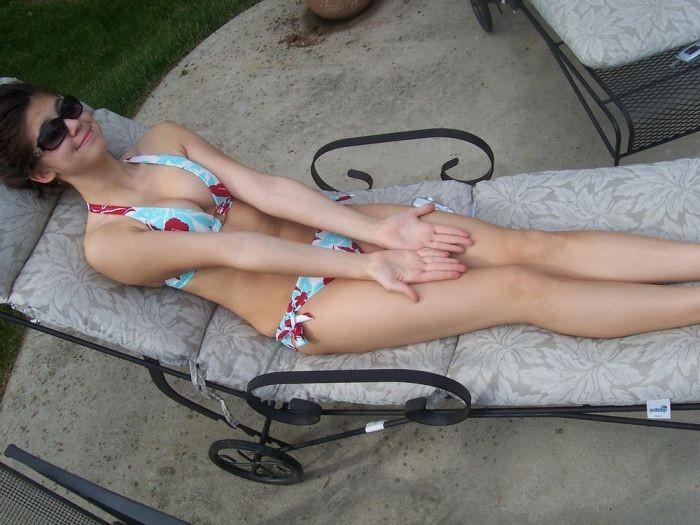 Любительские фото девушек в купальниках (33 фото)