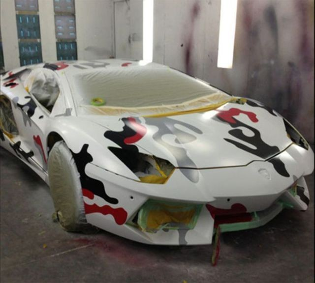 Покрасил Lamborgini под кроссовки (5 фото)