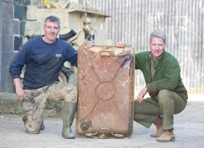 Находка золота на 2,5 млн долларов внутри танка Т-54 (3 фото)