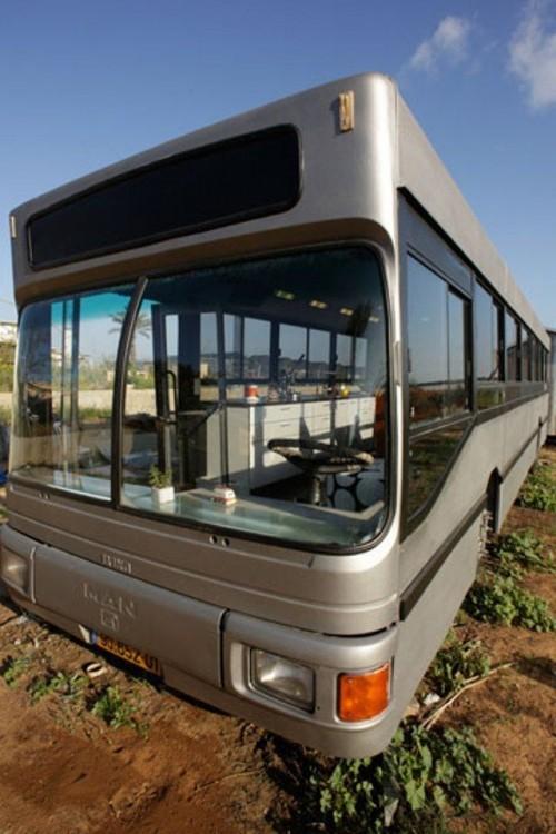 Роскошное жилье внутри старого автобуса (20 фото)