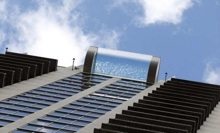 Бассейн с прозрачным полом на высоте 150 метров в Хьюстоне (5 фото)