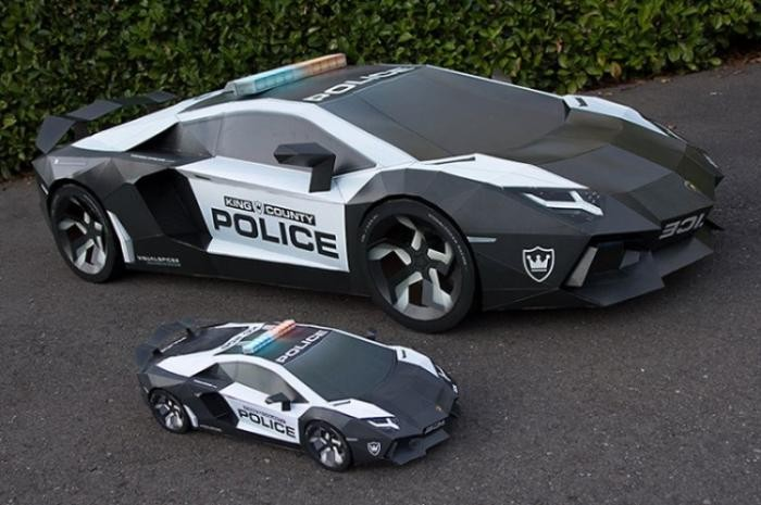 Бумажная модель Lamborghini огромного размера (6 фото)