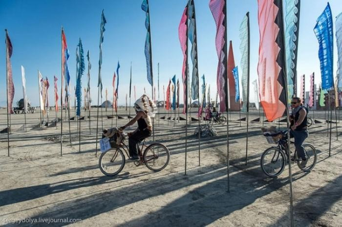 Необычный транспорт на фестивале Burning Man (37 фото)