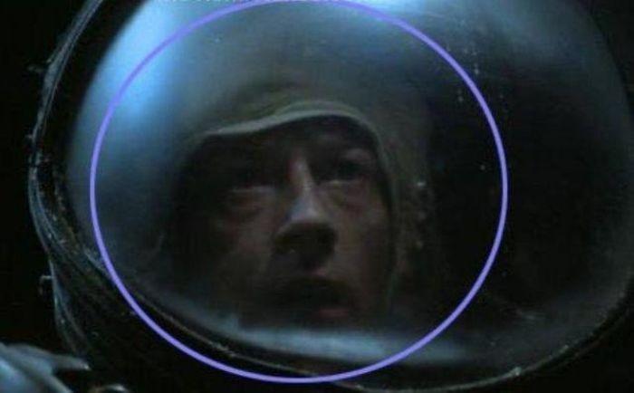 Киноляпы в знаменитых фильмах (15 фото)