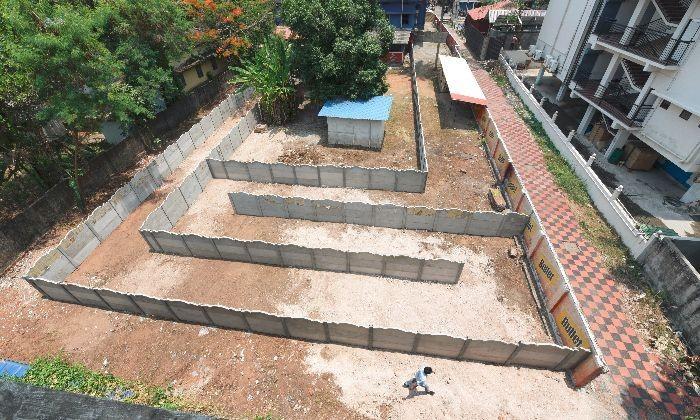 Хитрый владелец бара построил лабиринт, чтобы обойти закон (4 фото)