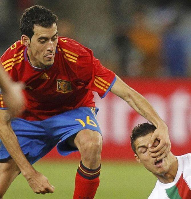 Смешные футбольные фотографии (34 фото)
