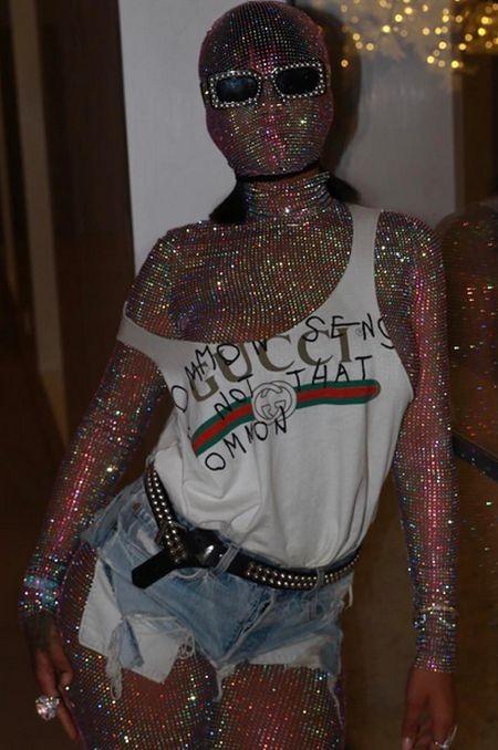 Экстравагантный наряд Рианны на фестивале «Коачелла» (3 фото)
