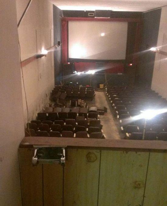 Заброшенный кинотеатр для взрослых в Ванкувере (13 фото)