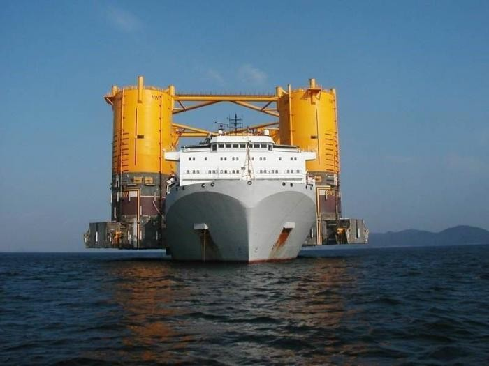 Перевозка огромных грузов (23 фото)