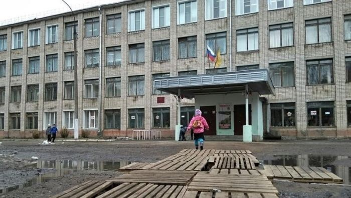 Школа в Кирове до и после популярности в Интернете (2 фото)
