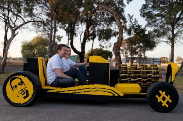 Автомобиль из Лего (6 фото)