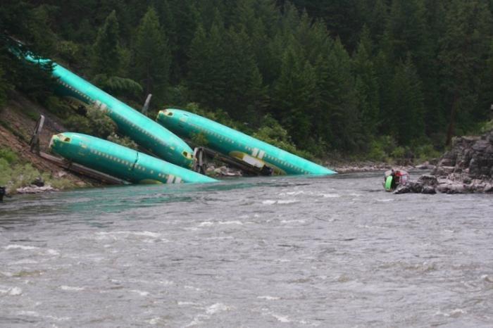 Три Боинга соскользнули в воду (5 фото)