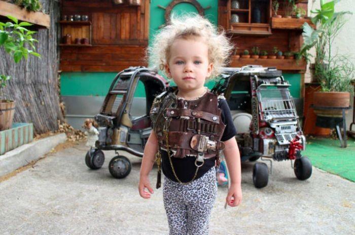 Детские коляски в стиле машин из «Безумного Макса» (13 фото)