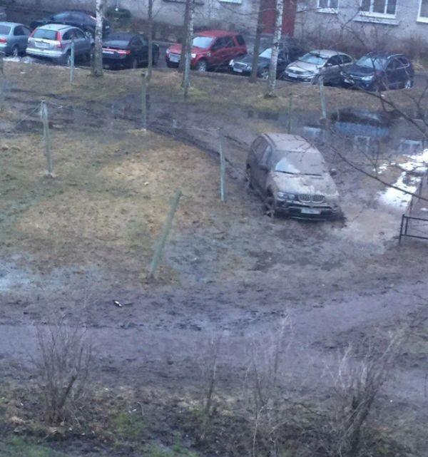 Карма настигла автохама на BMW X5 (2 фото)