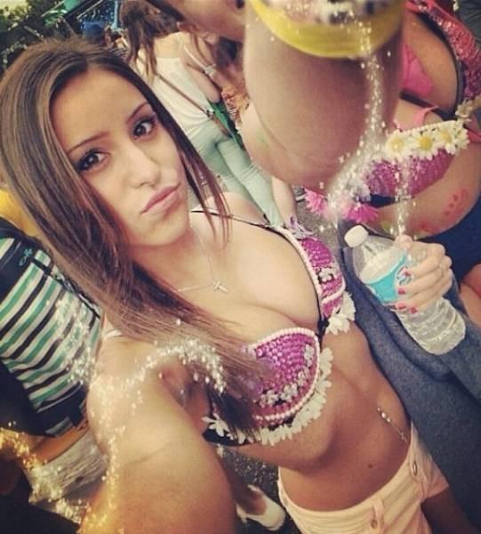 Девушки с рейв фестивалей (25 фото)
