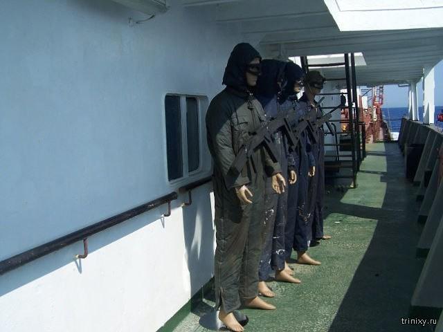 Бюджетный вариант защиты от сомалийских пиратов (10 фото)