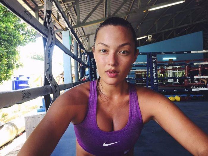 Модель и боец муай тай Мия Кан снялась для журнала Sports Illustrated (11 фото)