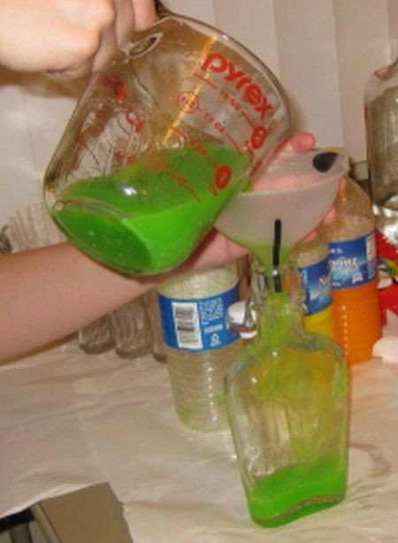 Водка + Скитлз. Веселенький алкоголь (12 фото)