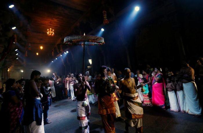 Повседневная жизнь граждан Шри-Ланки (25 фото)