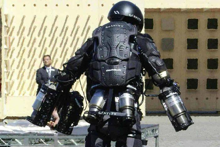 Прототип летающего костюма «Железного человека» (3 фото)